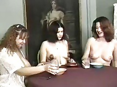 lactamanija - hoot 3 girls in brakefast